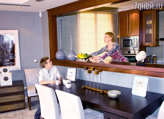 «Делегация» из Москвы приедет большая: трое детей, родители и две няни — кухня должна быть большая и удобная