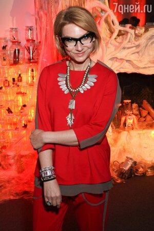Эвелина Хромченко помогает героиням программы «Модный приговор» становиться красивее не только советом, но и личным примером