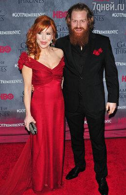 Кристофер Хивджу с женой