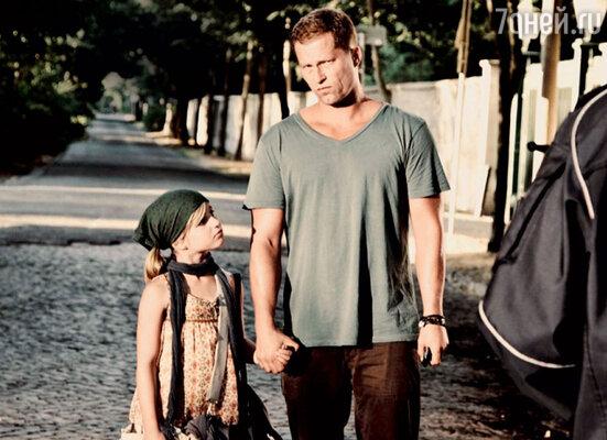 С младшей дочкой Эммой в фильме «Соблазнитель». 2011 г.