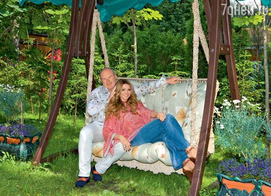 «Для мужа обустройство сада — это лучший отдых. Он постоянно заказывает все новые и новые саженцы»