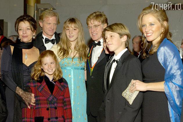 Роберт  Редфорд  с семьей, 2008 год