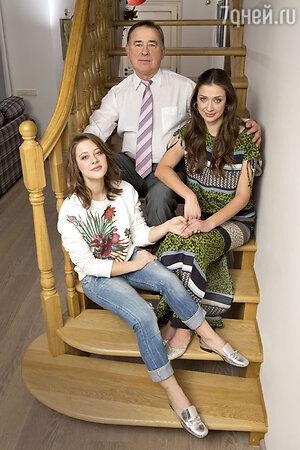 Мария Ситтель с дочерью Дашей и отцом Эдуардом Анатольевичем