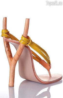 ...элегантные вьетнамки-рогатки из кожи и дерева...