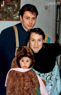 «Отец Полины повез ее на день рождения в семью крестного. Оттуда мой ребенок не вернулся, исчез в неизвестном направлении...»