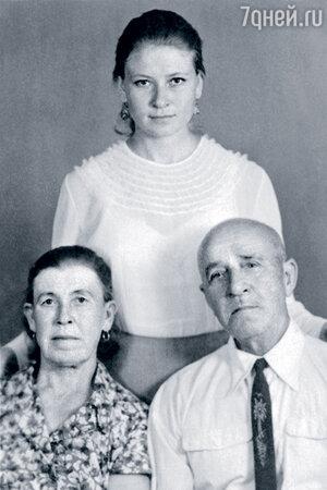 Людмила Зайцева с мамой и отчимом
