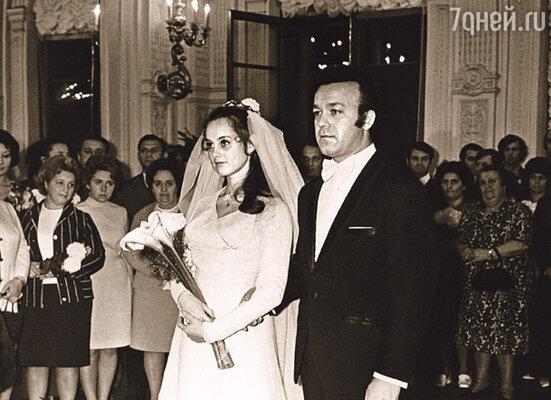 Регистрация брака Нелли и Иосифа Кобзона. (Ленинград, Грибоедовский дворец бракосочетания, 3 ноября 1971 г.)