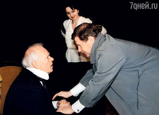 С Виталием Соломиным вовремя репетиции спектакля «Иванов» вМалом театре. 2001 г.