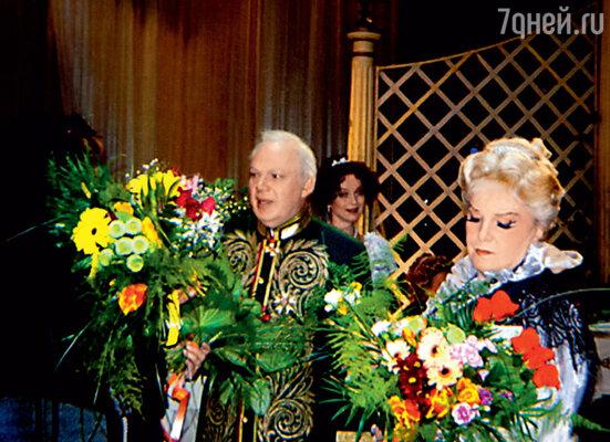 С Элиной Быстрицкой после спектакля «На всякого мудреца довольно простоты». 2008 г.