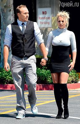 Бритни Спирс с новым возлюбленным, юристом Дэвидом Лукадо. Лос-Анджелес, 2013 год