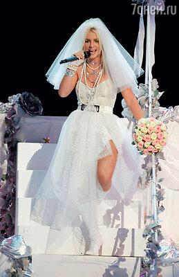 В образе невесты Бритни побывала уже не раз. MTV Video Music Awards. 2003 год