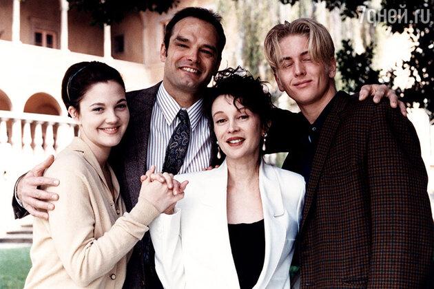 Дрю Бэрримор, Джейд Бэрримор и Томас Босак. 1993 год