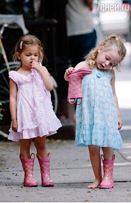 Сестры-двойняшки Табита иМэрион напрогулке вНью-Йорке. Июль 2013 года