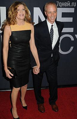 Премьеру также посетил соавтор сценария Дэн Гилрой с супругой Рене Руссо