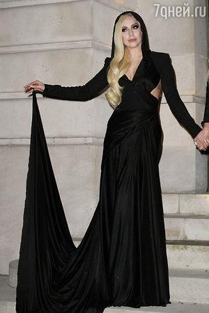 Леди Гага (Lady Gaga)  на шоу  шоу Atelier Versace