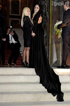 Леди Гага (Lady Gaga) и Донателла Версаче (Donatella Versace)  на шоу  шоу Atelier Versace