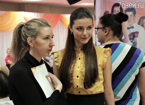 Настя Сиваева (справа)