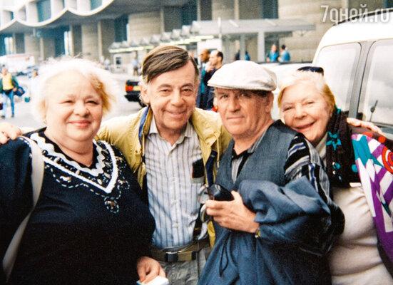 На гастролях в Париже. С Натальей Крачковской, Львом Круглым и Ольгой Аросевой