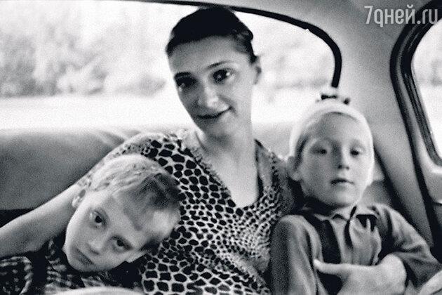 Людмила Абрамова с Аркадием и Никитой