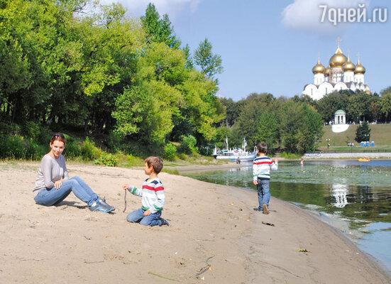 Наталия с сыновьями Максимом и Никитой в Ярославле