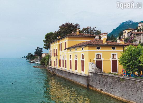 В местечке Гальяно, на берегу озера Гарда, у Фриды и Дэвида наступил период недолгого счастья