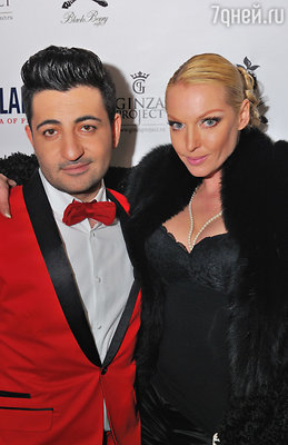 Анастасия Волочкова появилась в ресторане, облаченная в меха. С привычной легкостью сбросив их с плеч, балерина продемонстрировала гостям еще одну меховую накидку, наброшенную поверх кружевного топа с внушительным декольте