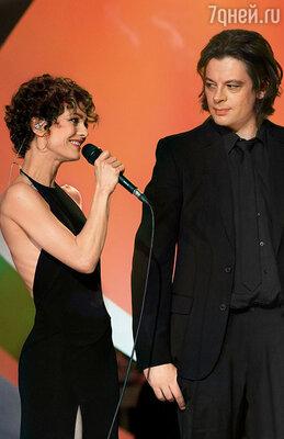 Ванесса и композитор Бенжамен Бьоле, отправившись в совместное турне, никак не комментировали слухи о своем романе