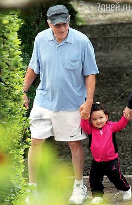Роберт Де Ниро обожает свою младшую дочьХелен