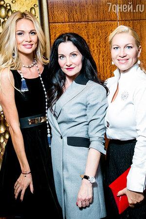 Виктория Лопырева, Изета Гаджиева и Екатерина Одинцова на показе новой коллекции IZETA