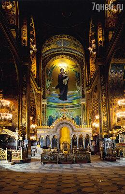 Вместе с В. М. Васнецовым М. Нестеров работал над росписями во Владимирском соборе в Киеве