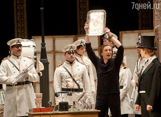 Первую постановку в МГТ «Нашла коса на камень» по Островскому осуществляет сам Сергей Безруков