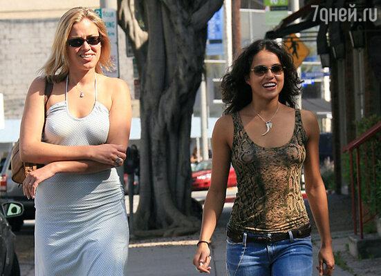 Актриса Кристанна Локен «подлила масла» в слухи о гомосексуальности Мишель. Однажды она брякнула, что их связывают не только дружеские отношения...