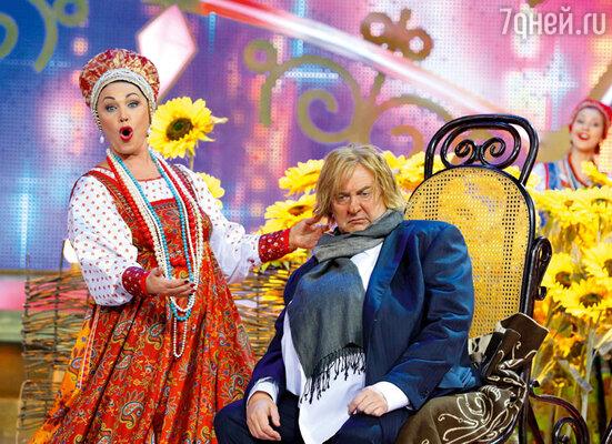 Надежда Бабкина приветствует новоиспеченного россиянина Жерара Депардье (Юрий Стоянов)