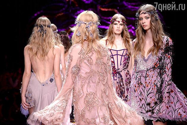 Модели показа Atelier Versace