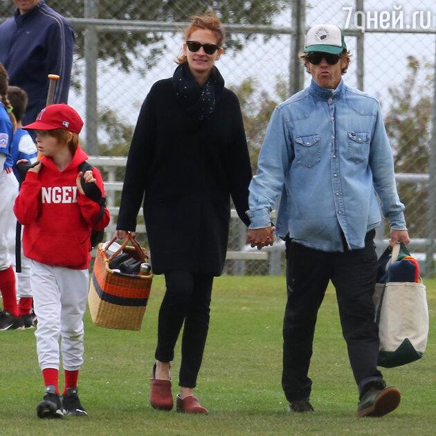Джулия Робертс с мужем Дэнни Модером и сыном Финнеасом