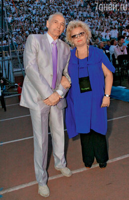 Президент детского кинофестиваля «Алые паруса» в «Артеке» Василий Лановой и генеральный директор фестиваля Ирина Громова