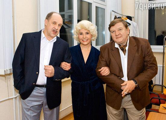 С коллегами по спектаклю Александром Феклистовым и Романом Мадяновым