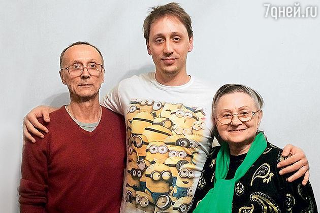 Павел Дмитриченко с родителями