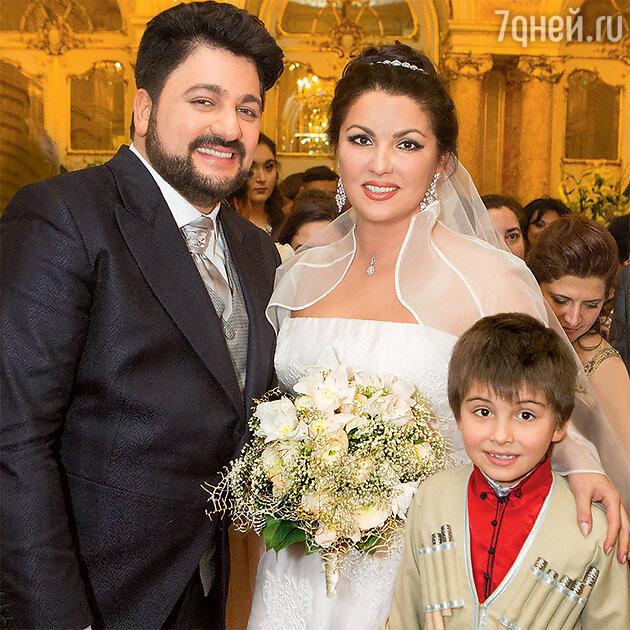 Юсиф Эйвазов  и Анна Нетребко с сыном Тьяго Аруа