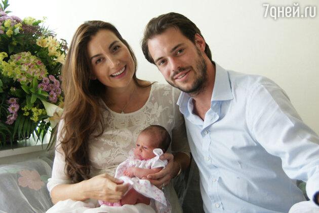Принц Феликс Люксембургский и принцесса Клэр с новорожденной дочерью Амалией