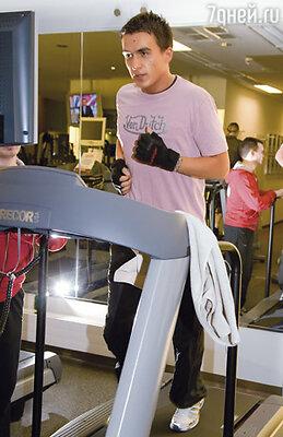 Когда начиналась ломка, Оля везла меня в спортзал, где я занимался до полного изнеможения