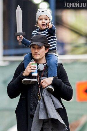 Орландо Блум (Orlando Bloom) на прогулке с сыном Флинном