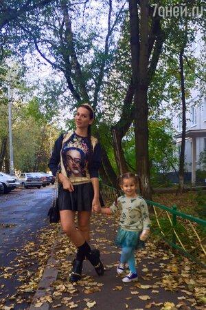 Анна Грачевская с дочкой Василисой перед репетицией модного показа