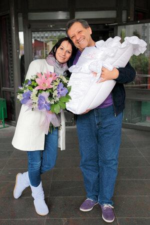Борис и Анна Грачевские с новорожденной Василисой