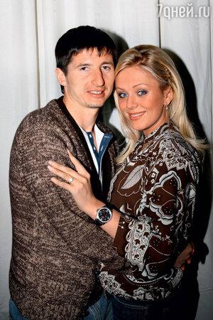 Юлия Началова со вторым мужем футболистом Евгением Алдониным. Май 2006 год