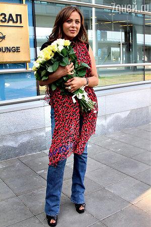 Юлия Началова в московском аэропорту. 2012 год