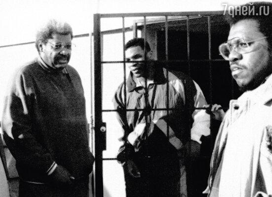 Самого знаменитого в мире бокса промоутера Дона Кинга (слева) Тайсон обвинил в воровстве