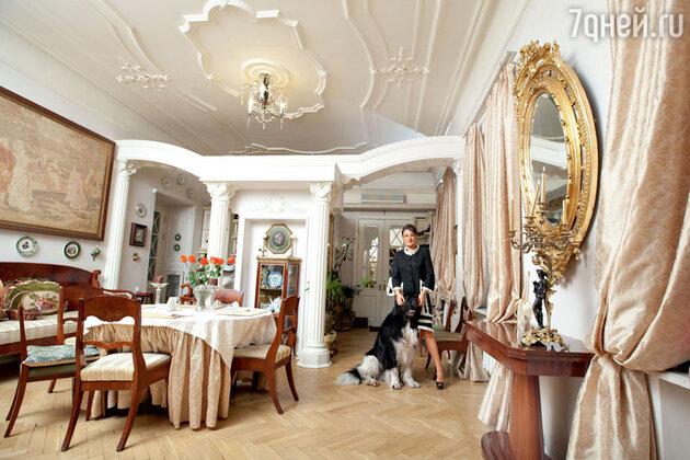 Анастасия Мельникова в своей квартире в Санкт-Петербурге