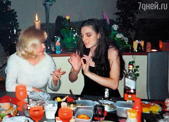 Лена с Таней Тишинской
