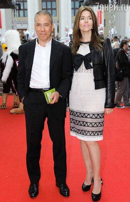 Аркадий Новиков с женой